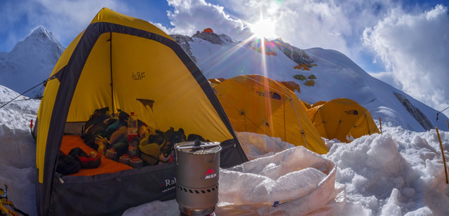 """Recenzja kuchenki MSR Reactor podczas zakończonej sukcesem samotnej, narciarskiej wyprawy:  """"Cho Oyu 8201 – Ski Expedition"""""""