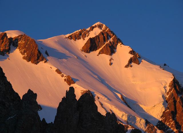 Mont_Blanc_3907p.