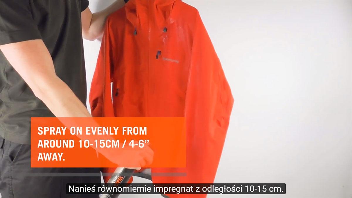 Jak zaimpregnować kurtkę przy pomocy preparatu Performance Repel