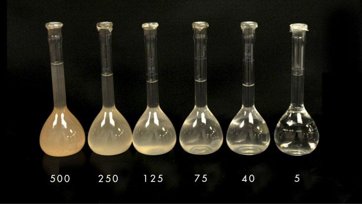 Przejrzystość wody mierzona jest w jednostkach NTU (Nephelometric Turbidity Units). Mętność o wartości 5 NTU jest maksymalną, przy której zalecana jest dezynfekcja przy zastosowaniu promieniowania UV. Fot. MSR Water Lab Staff