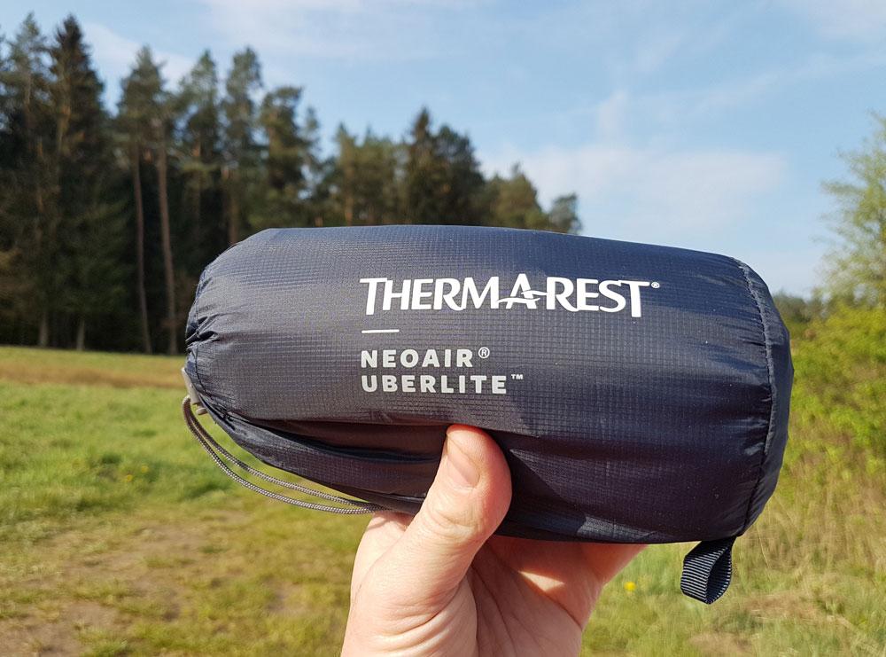 Thermarest Uberlite – zdecydowanie najlżejszy i najmniejszy wygodny materac do spania na rynku.